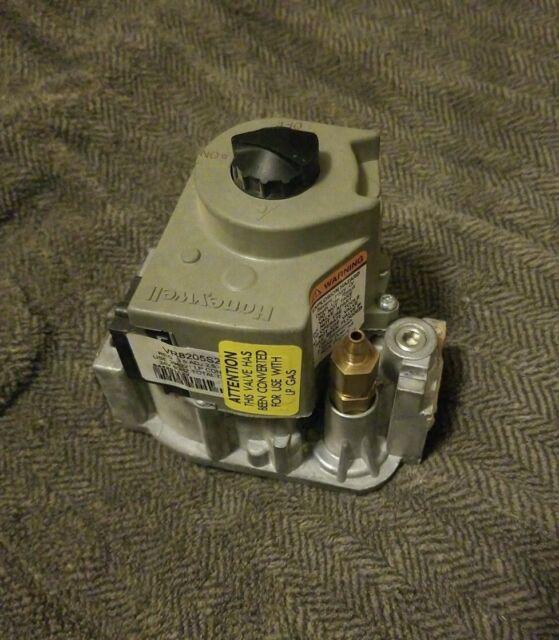 "Honeywell VR8200c1074 Propane Standing Pilot Combination Gas Valve 1//2/"" LP Gas"