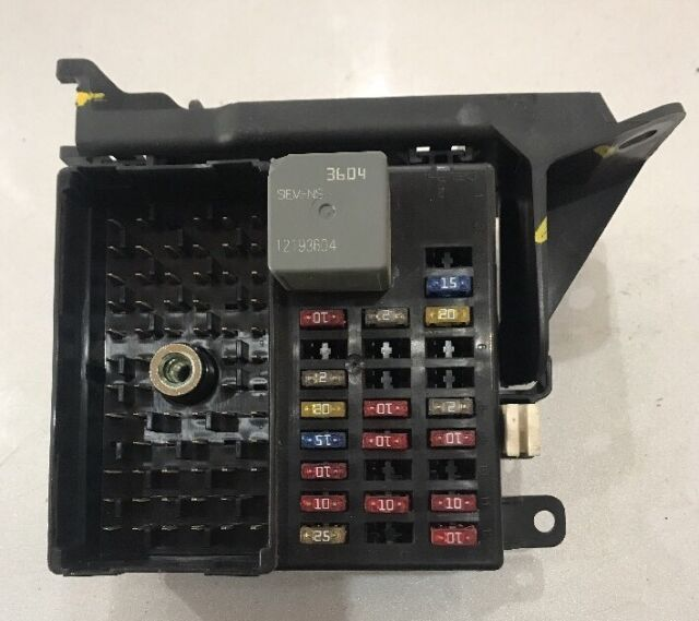 chevy impala fuse relay block driver oem 12190399 w fuses and rh ebay com 2003 chevy impala fuse box location 2003 impala fuse box