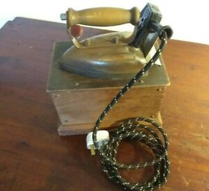 Collectable-Vintage-Challenger-Electric-Iron-In-Wooden-Box