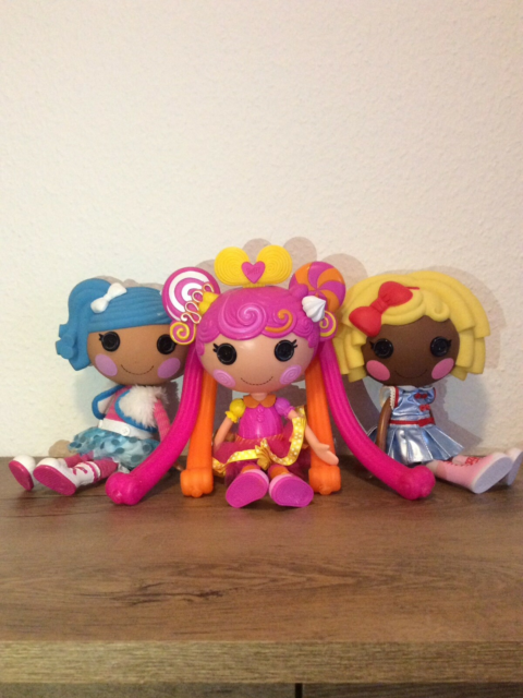 Barbie, Lalaloopsy, Bratz, Barbie, Monster High, Lalaloopsy…