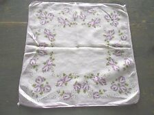 LADIES VINTAGE HANDKERCHIEF WITH  LILAC FLOWERS ALL AROUND IT