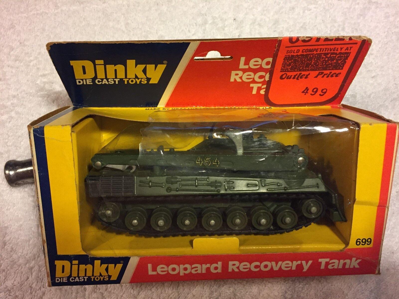 Ein schäbiger militärisches spielzeug erholung panzer leopard