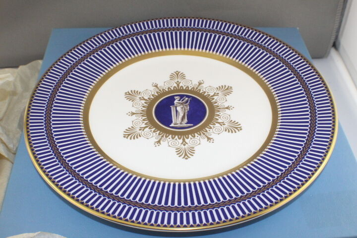Wedgwood Anthemion Accent Salad Plate, 23cm , bleu  Made in England