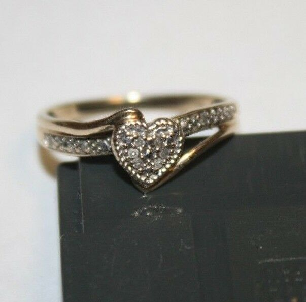 10K gold DIAMOND HEART RING SIZE 7 1.7 GRAMS FREE SHIPPING