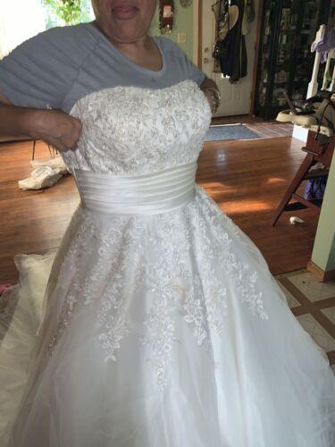 wedding dresses plus size 22