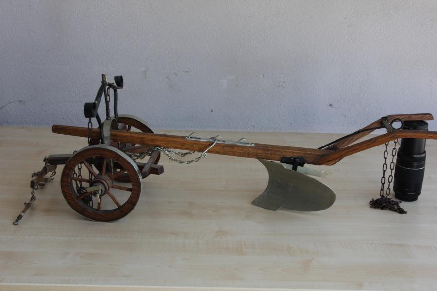 Modèle charrue à la main bois 100 cm   service attentionné