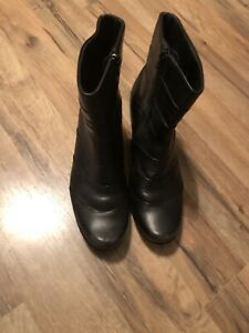 Naot Women's black leather ankle boots