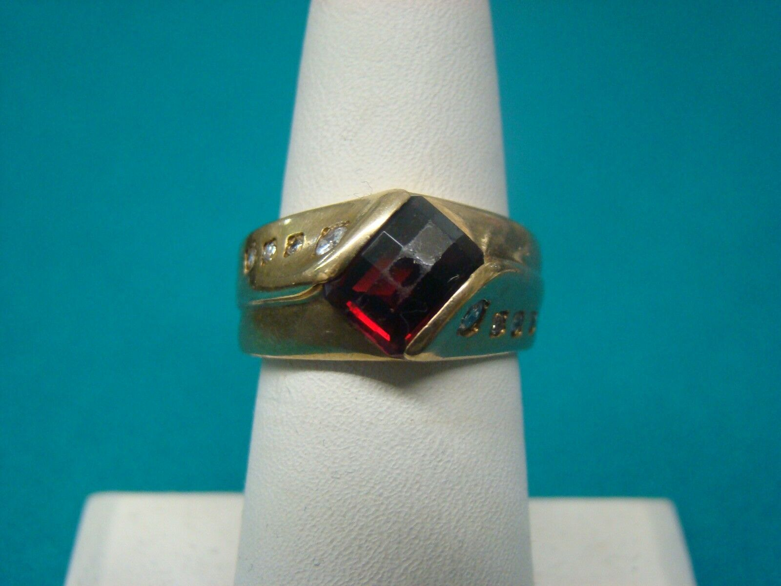 Unisex Garnet and Diamond Ring 10kt Yellow gold Size 7