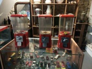Distributeur vintage avec clé de remplissage