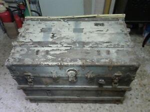 Cassapanca In Ferro.Dettagli Su Vecchia Antica Cassapanca Baule In Legno Borchie In Ferro E Cuoio Originale