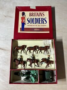 RARE-COMPLETE-BOX-OF-BRITAINS-SOLDIERS-FIGURES-KINGS-TROOP-R-H-A-NO-2077
