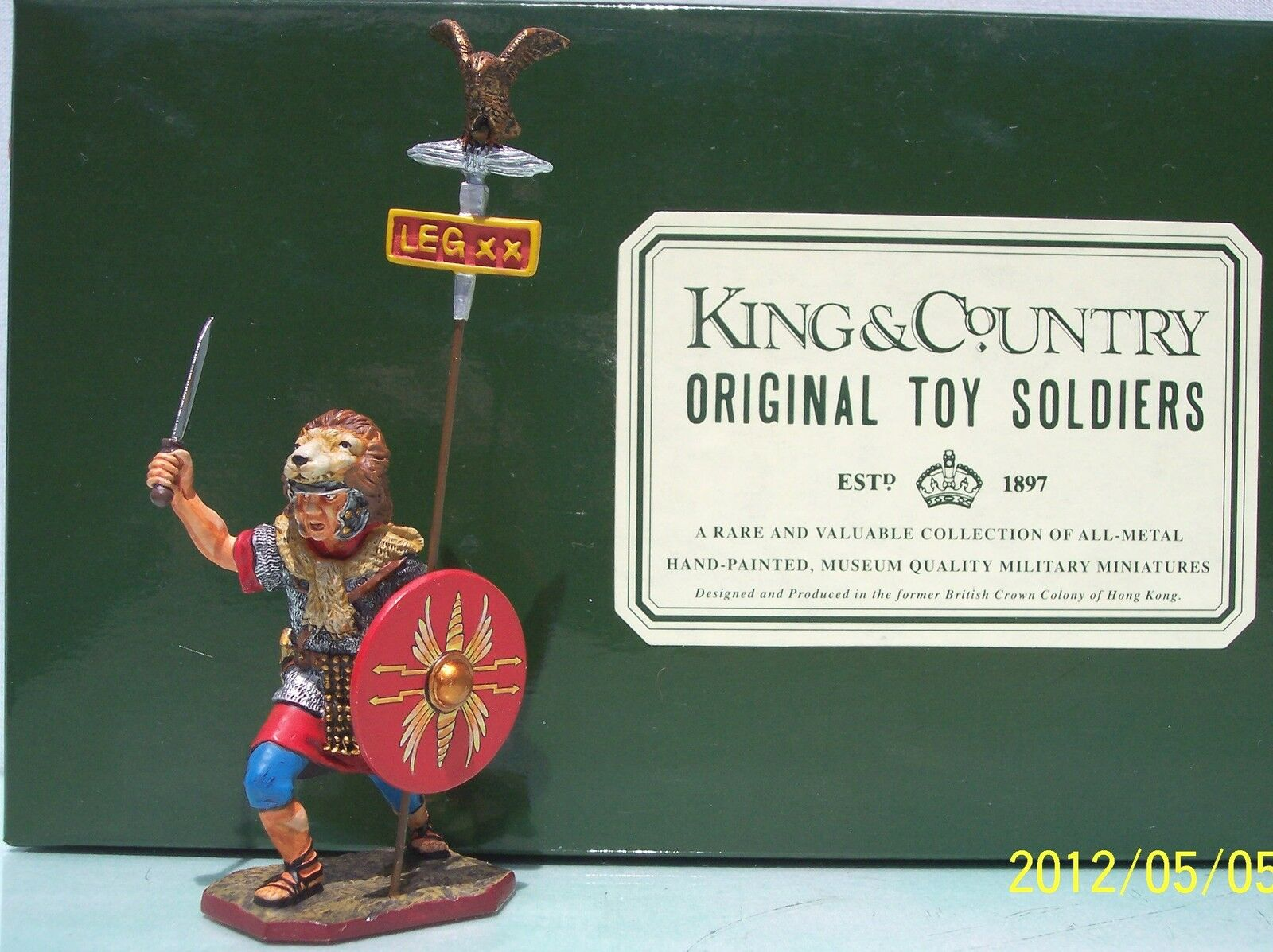 KING & COUNTRY ROMAN EMPIRE RO19-RE FIGHTING AQUILIFER WITH EAGLE MIB