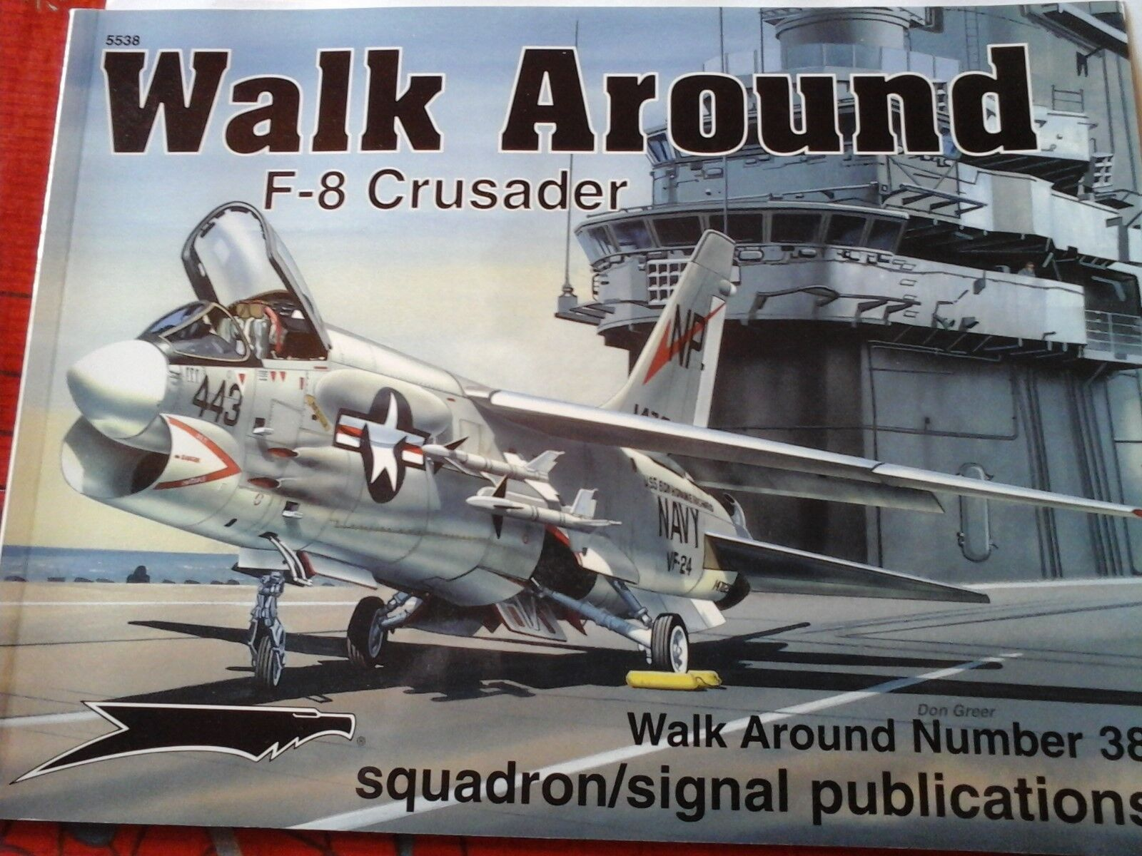 SQUADRON SIGNAL WALK AROUND Couleur SERIES N.38 F-8 CRUSADER-BY DON vert