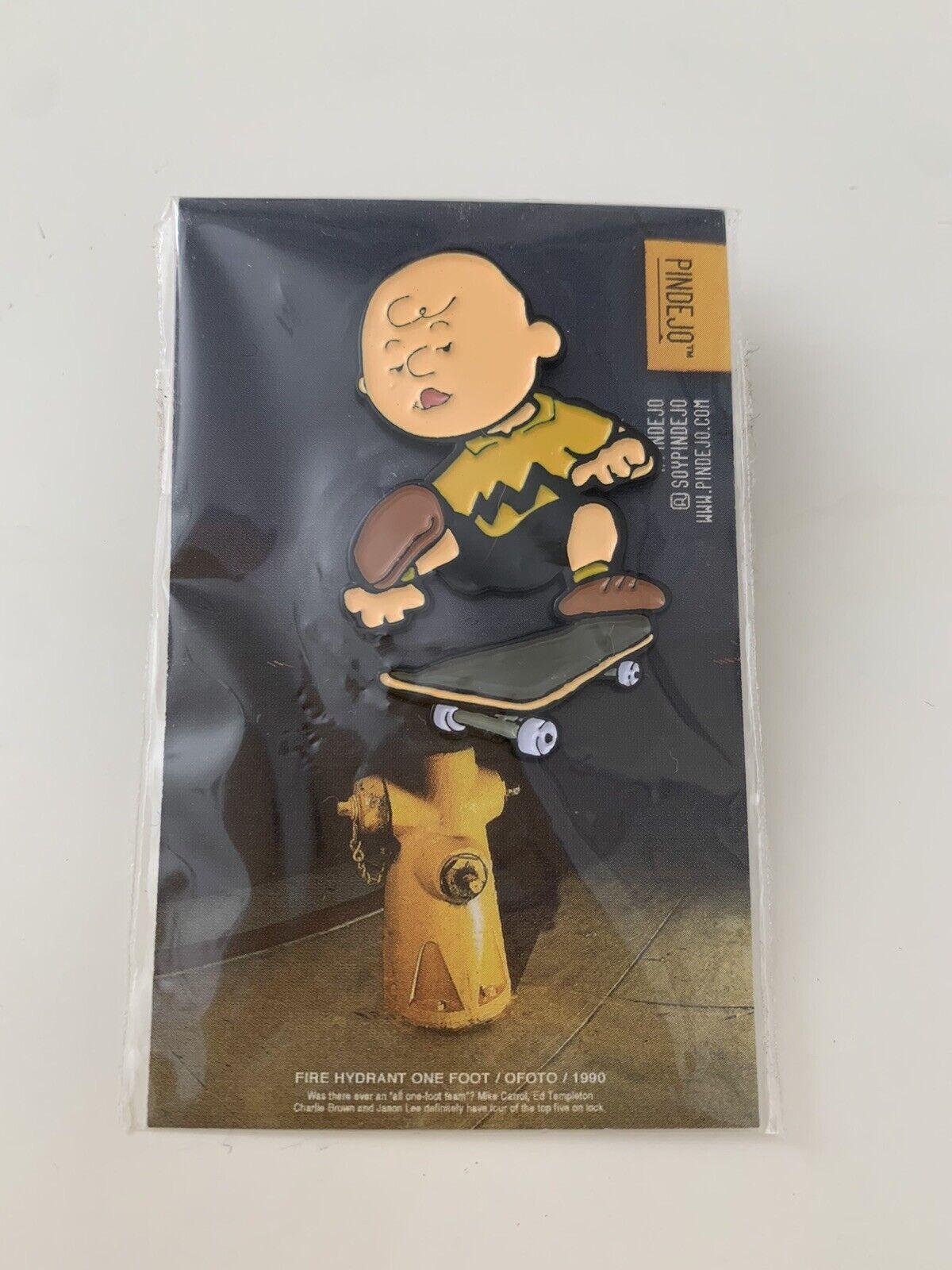 Pindejo Charlie Brown One Foot by EliStrator Pin Badge Peanuts