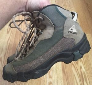 b12a09e1a256e Vintage Women s Nike ACG Trail Running Hiking Shoes Boots SZ 7