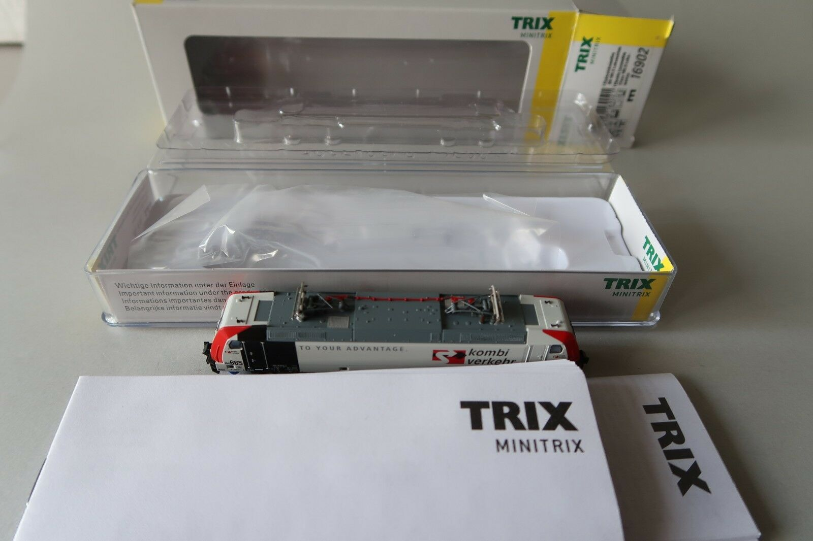 Minitrix n 16902 e-Lok br 6185 665-7 D-LM  transporte combinado  mhi (du188-69s5 2)