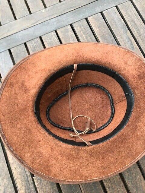 Hat, str. L, Brun