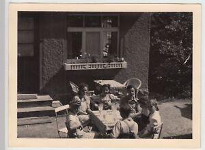 (f15595) Orig. Photo Personnes Assises à La Table En Plein Air 1940-afficher Le Titre D'origine