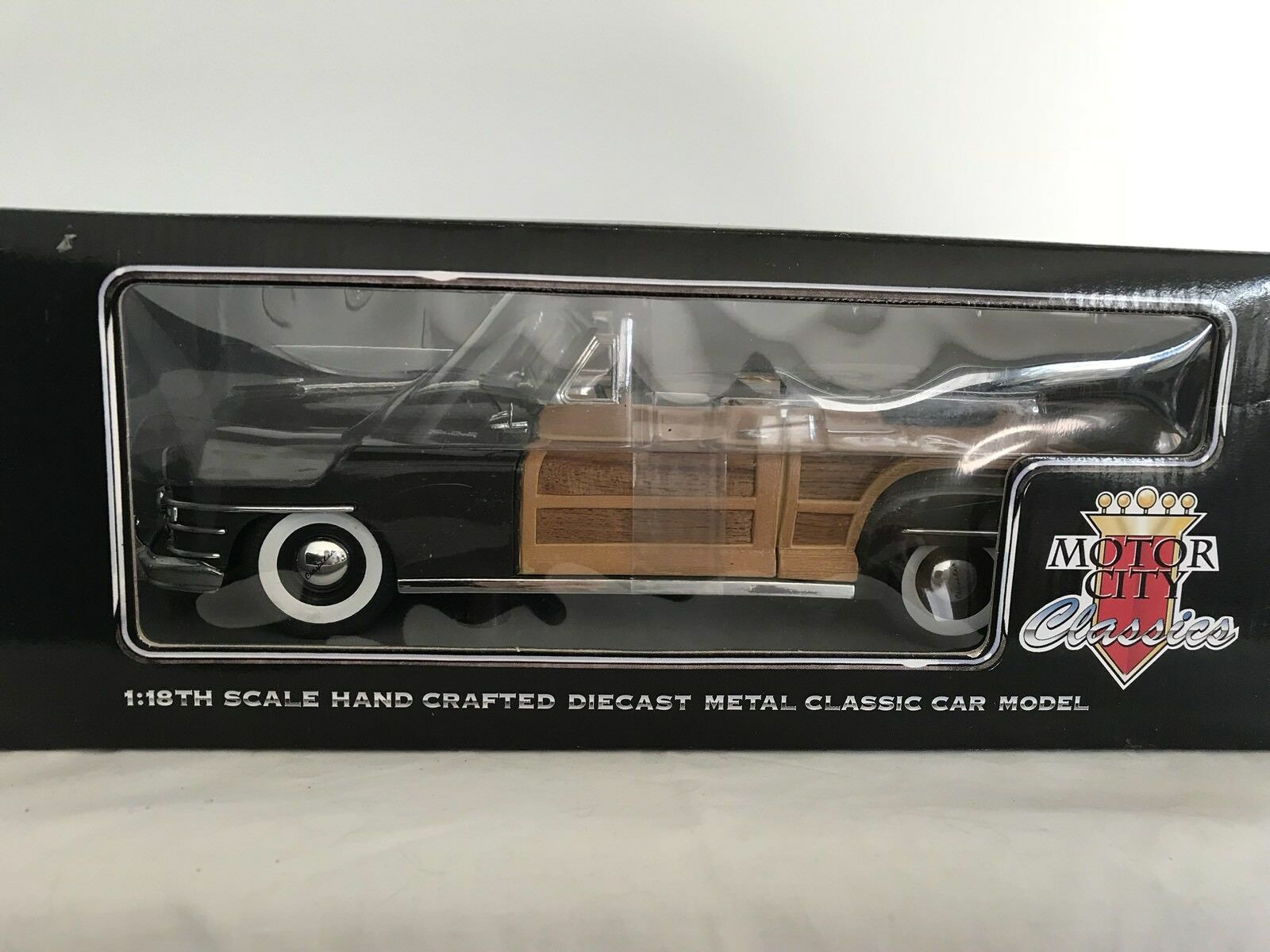 Motor City Classics 5004 Chrysler Town & Country 1948 Conv 1 18 Mint & Boxed