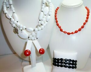 Vintage-Triple-Strand-White-Bead-Necklace-Red-Glass-Necklace-Earrings-Bracelet