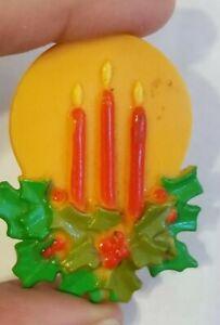 RARE-VINTAGE-CHRISTMAS-CANDLES-HARD-PLASTIC-PIN-BROOCH-MADE-IN-HONG-KONG