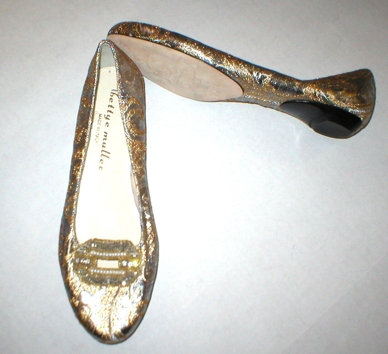 New Womens 38.5 Designer  8.5 Flats Metallic gold Silver Bead Bettye Muller