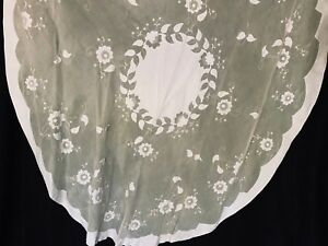 Vtg oval yellow organdy madeira tablecloth with white applique