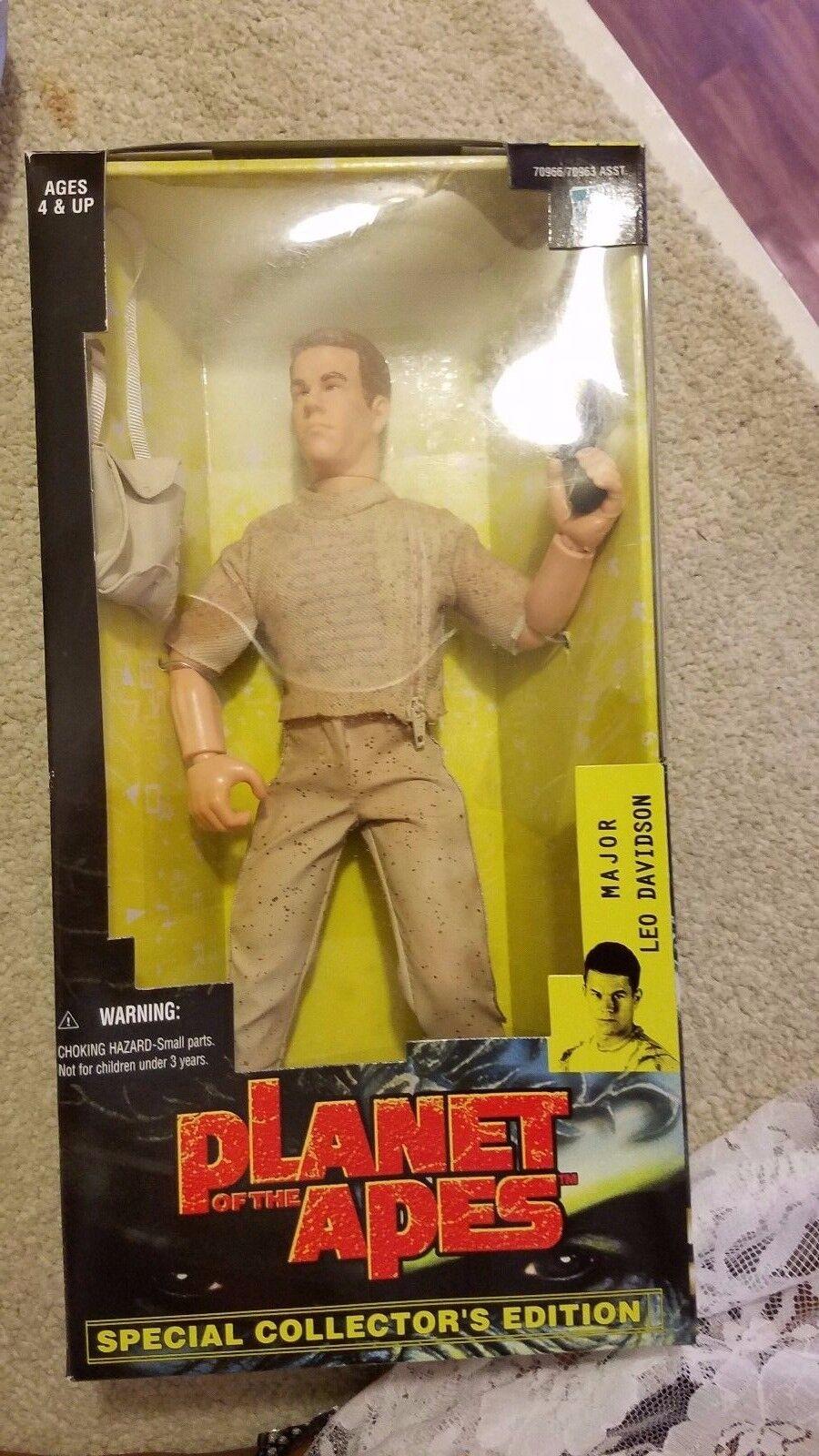 Hasbro Planet of the Apes Major Leo Davidson,  Attar & RARE DAENA Figures set 3