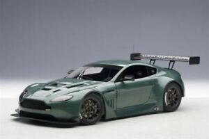 1-18-Autoart-Aston-Martin-V12-Vantage-GT3-Verde-2013