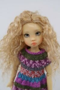 Monique-ELLOWYNE-ROSE-Wig-Lt-Gld-Blonde-Size-5-6-YoSD-shown-on-Tillie-Kaye-Wiggs