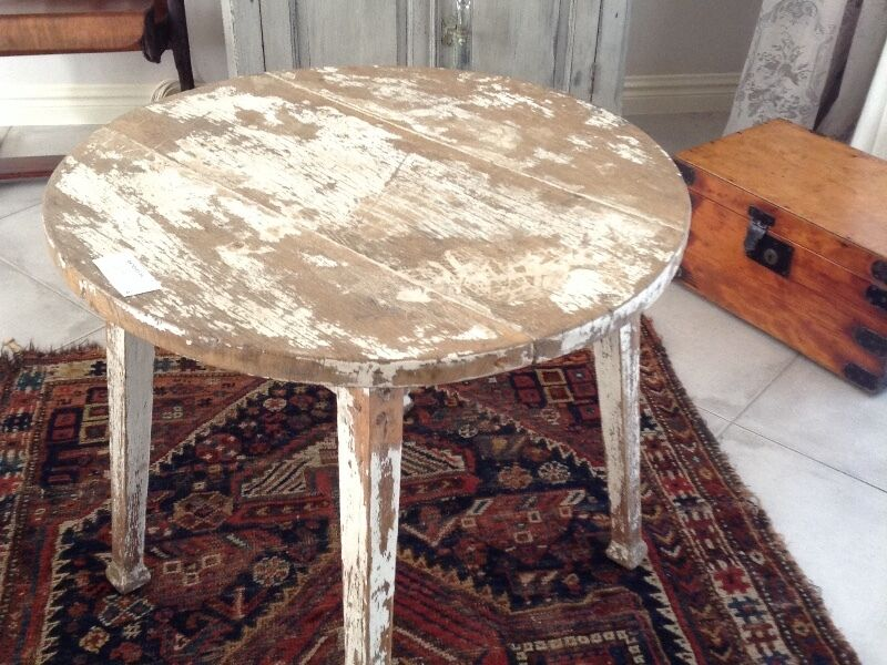 VINTAGE ROUND DISTRESSED OAK  PAINTED TABLE/NOW REDUCED