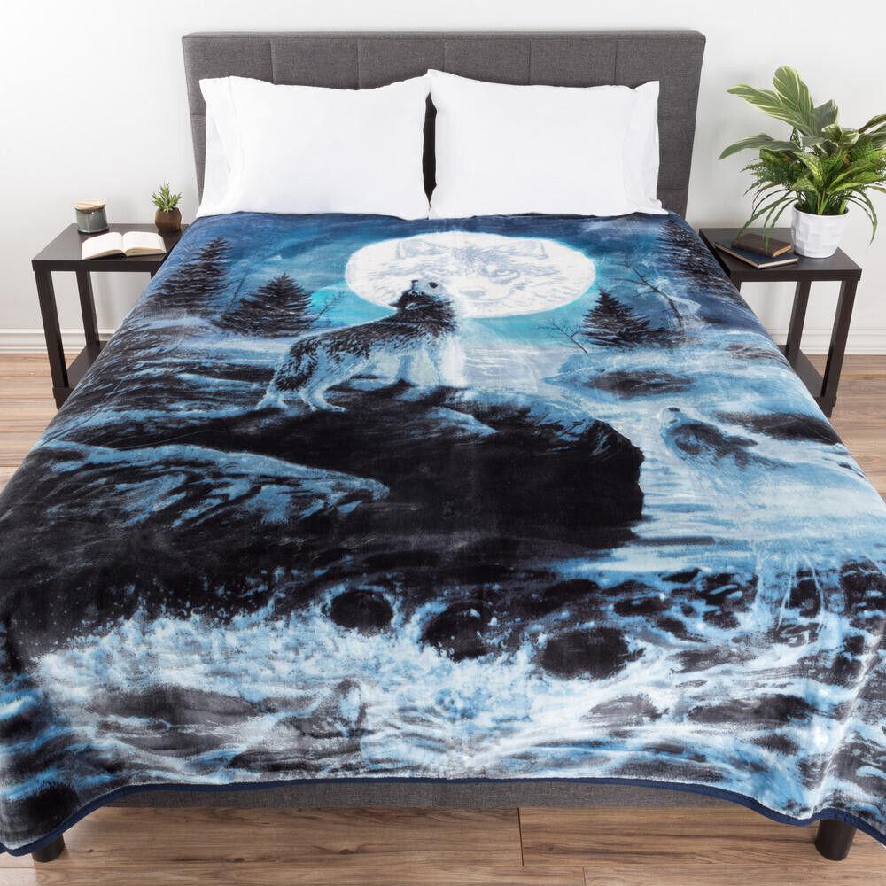 Blau Wolf Design Throw Comfortable Durable Polyester Modern Style Blau Wolf