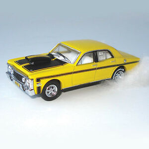 NEW-1969-XW-GT-Ford-Falcon-Yellow-Street-Rod-HELRZR-1-64-Diecast-Model-Car