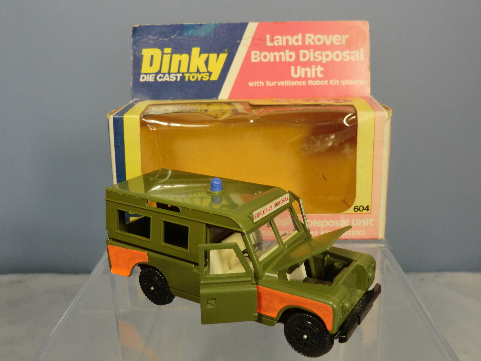 DINKY TOYS MODEL  No.604 LAND ROVER   BOMB DISPOSAL UNIT   VN  MIB