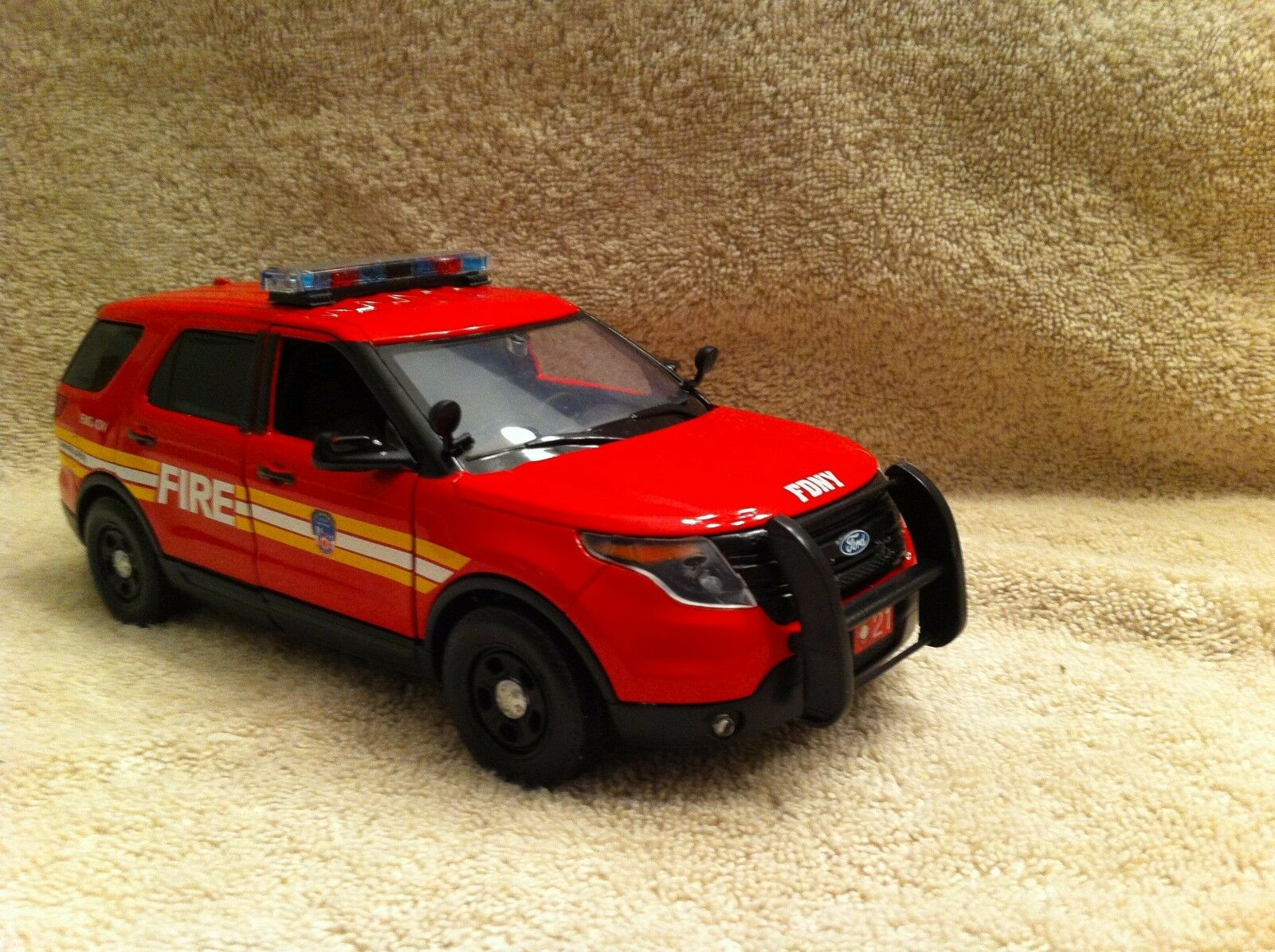 molte concessioni 1 24 SCALE F.D.N.Y FIRE FIRE FIRE DEPT FORD EXPLORER UT DIECAST WITH lavoroING luci SIREN  vendita calda online