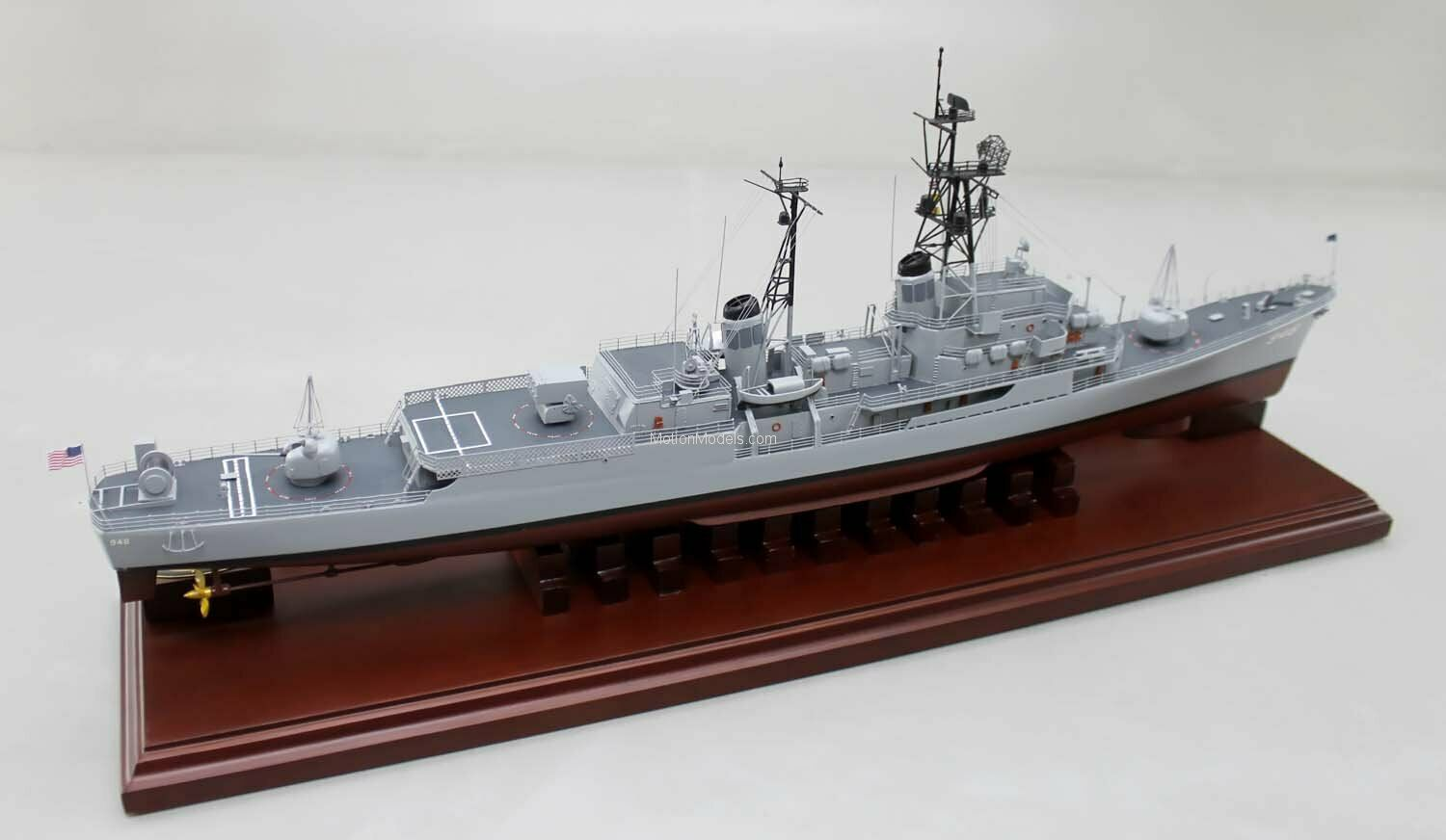 1 350 ISW 4220 - U.S.S. Morton DD-948 ASW - Resin & PE Brass Model Kit