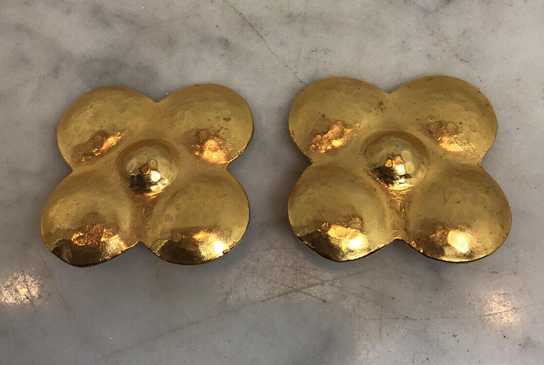 Vintage LANVIN PARIS Hammered Gold Tone Flower Cl… - image 4