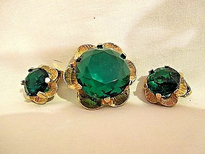 Vintage Accessocraft Emerald Green Gold Tone Brooch Clip Earrings Set Cabochon
