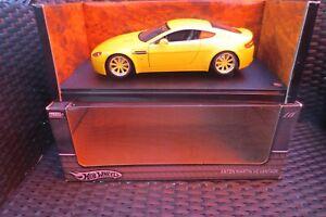 Aston-Martin-v8-Vantage-HOT-WHEELS-1-18