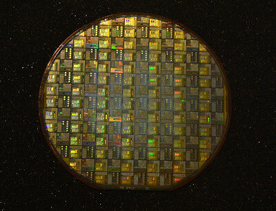 DS87C520 CPU wafer and DS87C520 CPU chip. Silicon wafer collectors set