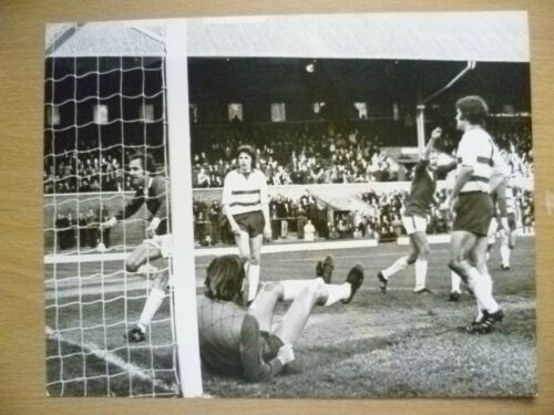 100% ORIGINAL PRESS PHOTO PLAYER in ACTION TO GOAL apx. 21.5x16.7 cm