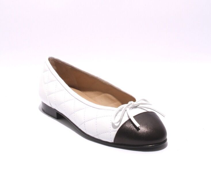 Etre 1301 White Black Stitched Quilted Leather Padded Insole Flats 37   US 7