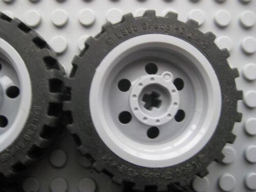 4 x LEGO Technic White 43.2 x 14 Wheels Tyre Offset Tread 56904 /& 56898