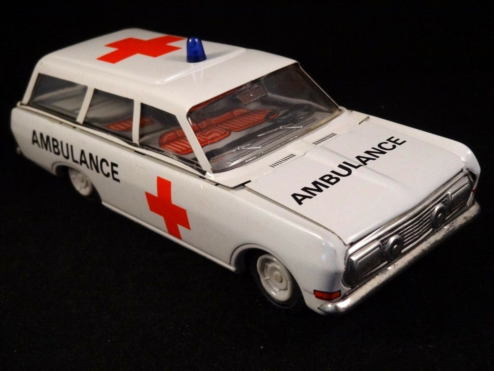 Ancien jouet voiture ambulance en tôle lithographiée Kombi VEB DDR 1960 70 1 30