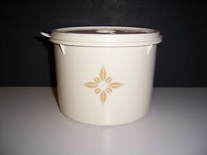 Vintage-Cream-Color-Tupperware-Round-Cannister-264-21