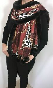 Leopard Pashmina With Real Fur Pompoms mocca
