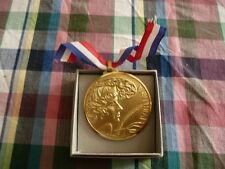 Médaille Victoria Signée Bandoli artiste peintre