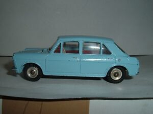 DINKY-140-MORRIS-1100-IN-USED-ORIGINAL-CONDITION-VINTAGE-RETRO-SEE-PHOTOGRAPHS