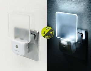 LED-Plug-Night-Light-Energy-Saving-Auto-Sensor-Baby-Nursery-Hallway-Integral