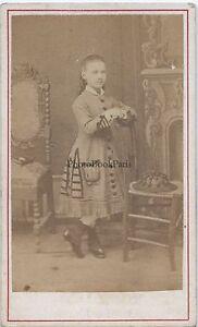 Ritratto Un Jeune Bambina IN Studio Modalità Francia Suisse CDV Vintage Ca 1865